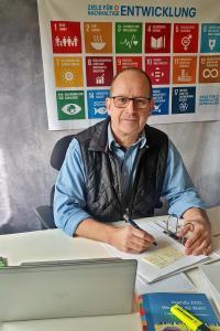 Oliver Pohl, Umweltmanagementbeauftragter der Nationalparkverwaltung Berchtesgaden, ermittelt und analysiert jährlich umfangreiche Informationen und Daten für die Umwelterklärung. Die zweite Prüfung ist abgeschlossen, der Nationalpark wurde erneut erfolgreich EMAS-zertifiziert.