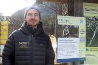 """An insgesamt elf Stationen informieren die Ranger des Nationalparks Berchtesgaden über Wissenswertes und Aktuelles aus dem Schutzgebiet – digital und über QR-Codes. Die """"Info2go"""" für alle Besucher mit Smartphone gibt es ab sofort am Königssee sowie im Klausbachtal."""