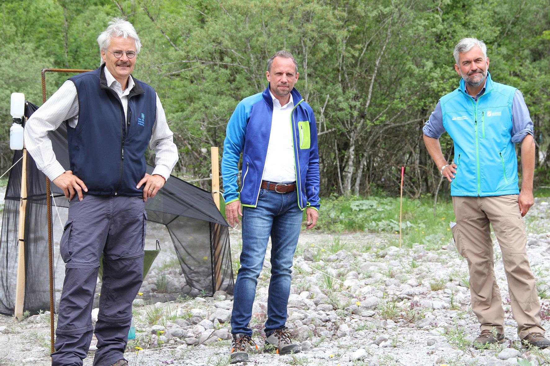 Pressebild: Richard Mergner, Vorsitzender des Bund Naturschutz in Bayern, der Bayerische Umweltminister Thorsten Glauber und Nationalparkleiter Dr. Roland Baier (v.l.) trafen sich anl��sslich des Jubil��ums ���100 Jahre Naturschutzgebiet K��nigssee��� zu einer Festveranstaltung im Nationalpark Berchtesgaden.
