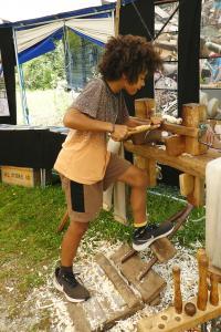 """Die Arbeit im sogenannten """"Grünholzmobil"""" in der Nationalpark-Informationsstelle """"Klausbachhaus"""" forderte von den Kindern höchste Aufmerksamkeit und Konzentration."""