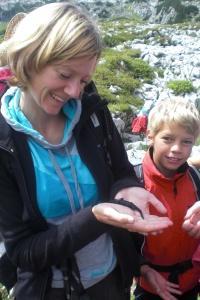 Die Commerzbank-Umweltpraktikanten haben im Sommer 2016 im Nationalpark Berchtesgaden rund 100 Veranstaltungen mit Kindern und Jugendlichen durchgeführt und das Schutzgebiet bei Veranstaltungen im In- und Ausland präsentiert.